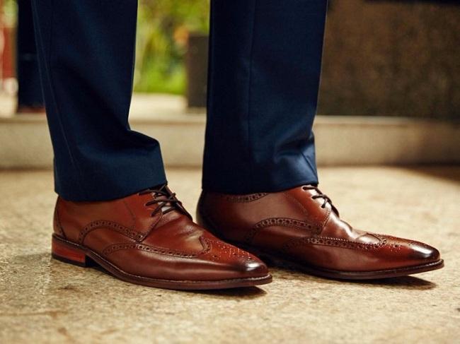 کفش قهوه ای را با چه لباسی بپوشیم