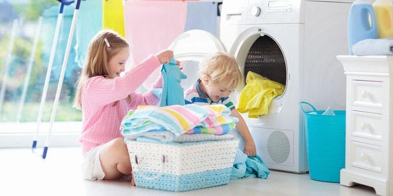 راهنمای کامل شستشوی لباس کودکان